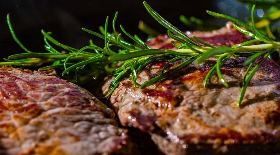Cottura della bistecca in padella
